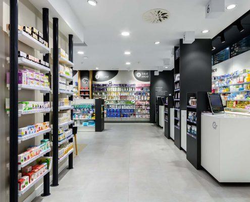 Expositores de la farmacia Amado Corcuera en Irun (Gipuzcoa)