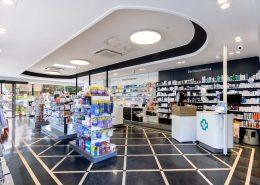 Vista general interior de la farmacia Pilar Rostes Solans en Donosti (Gipuzcoa)