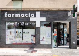 Fachada farmacia. letras corpóreas iluminadas