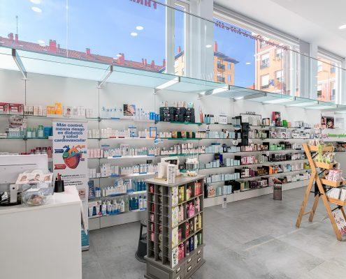 Galería superior y Mobiliario técnico de farmacia